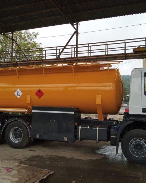 Autospeciala transport combustibil cu 3 compartimente